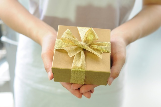 gift-box-2458012_1280